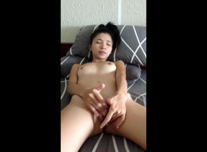 Small Vietnamese nubile tugging for..