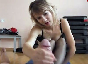 Nubile chick in nylon tights gives..