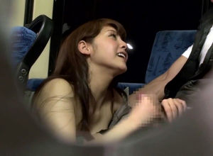 Playful Asian gf does job head in the..