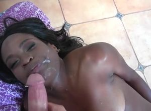 Milky flow for a ebony whore Roe